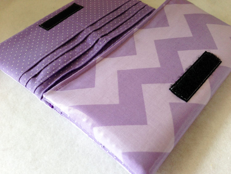 charmed Liebling chevron wallet laminated cotton