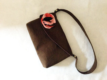 charmed Liebling rose petal bag